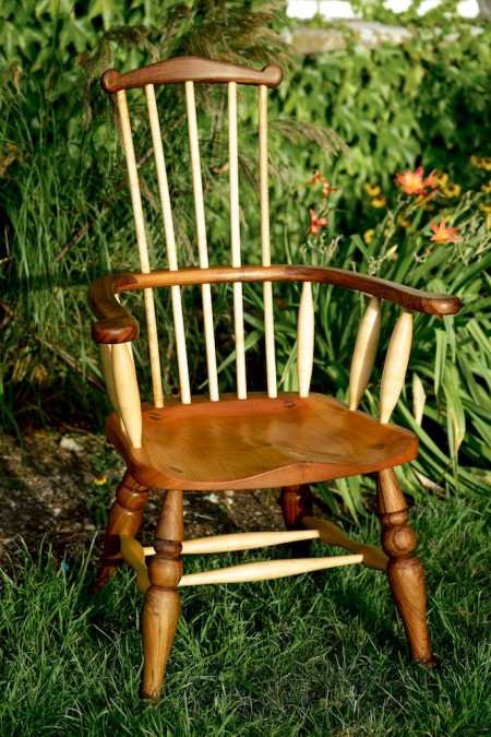 Windsor comb back chair