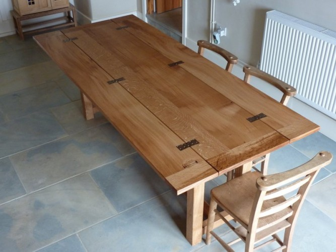 Hinged refectory table
