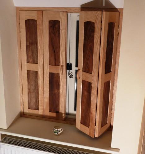Folding wooden shutters